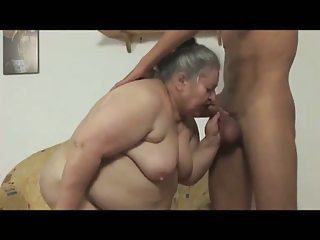 MM16 bbw granny fucked by a young man